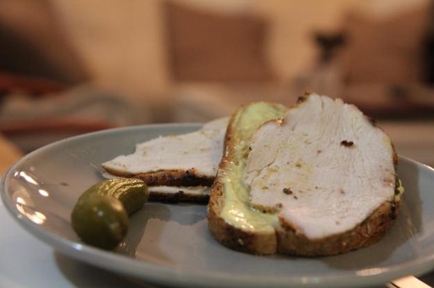 פסטרמה ביתית. שדרוג לכל סנדוויץ', הכי טעים עם מיונז/חרדל ומלפפון חמוץ